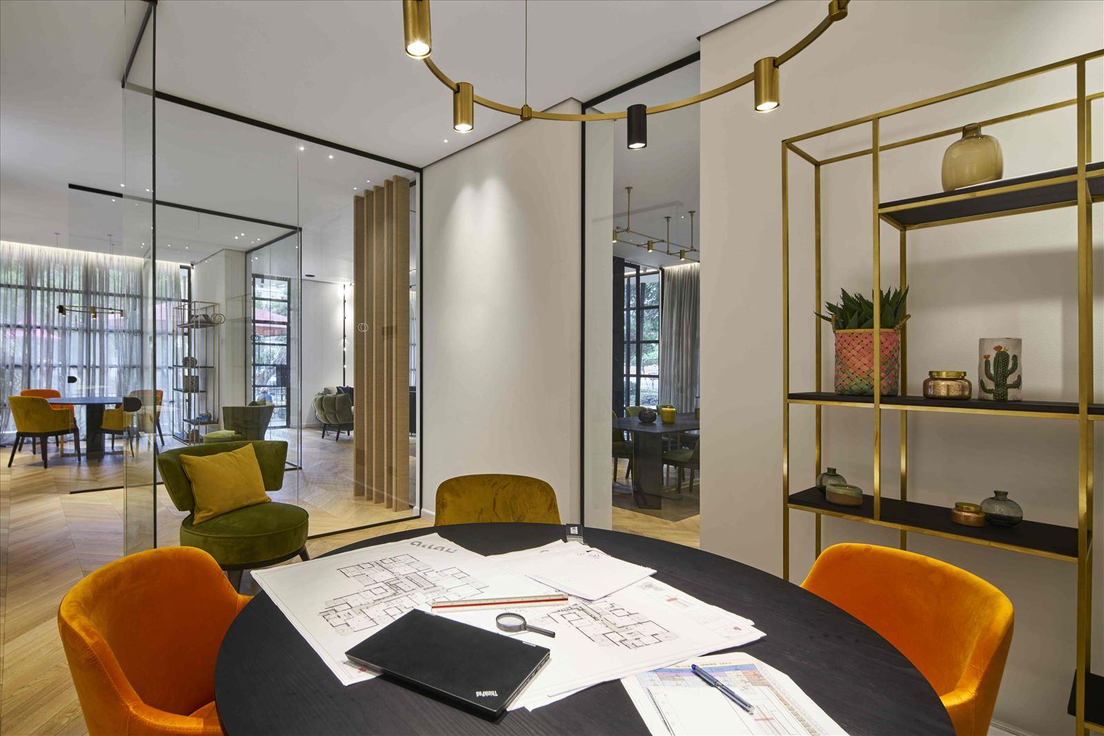 sales office - onone תאורת תקרה מעל שולחן עגול - קמחי תאורה