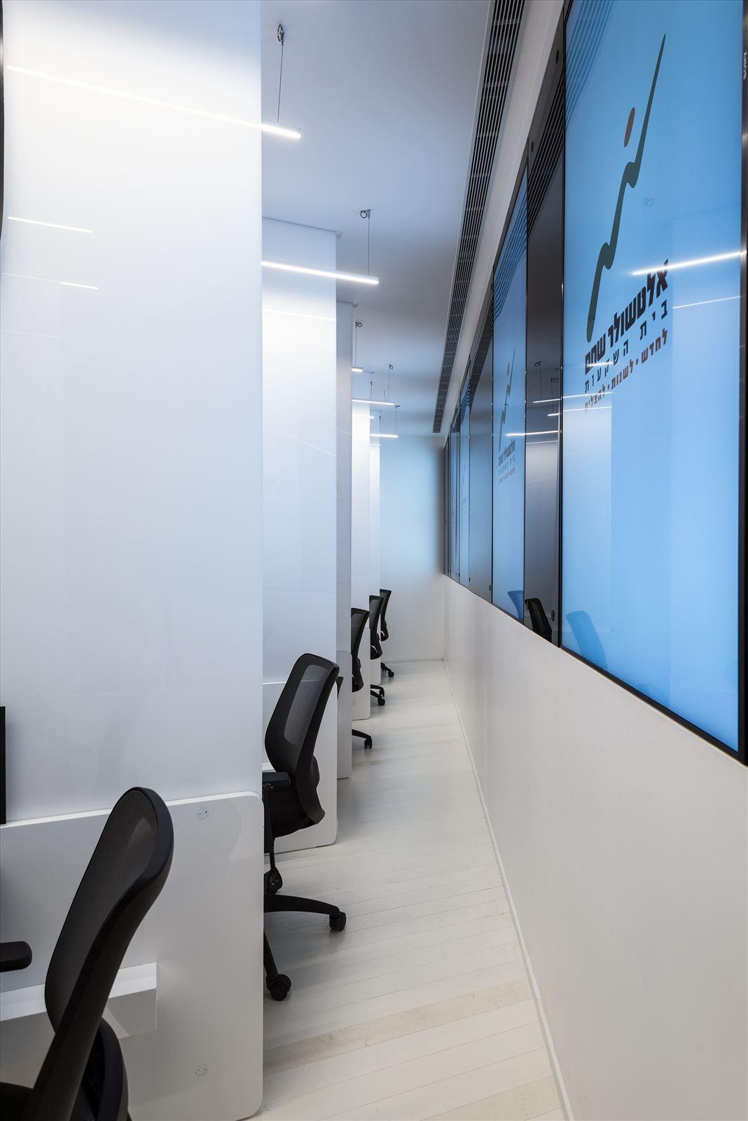 Office lighting project תאורה בעמדות העבודה על ידי קמחי תאורה