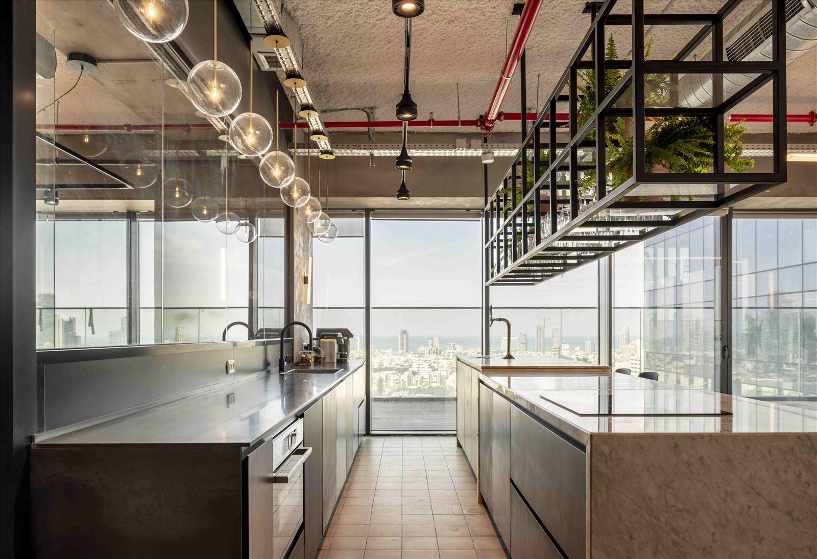 Office project גופי תאורה במטבח מבית דורי קמחי