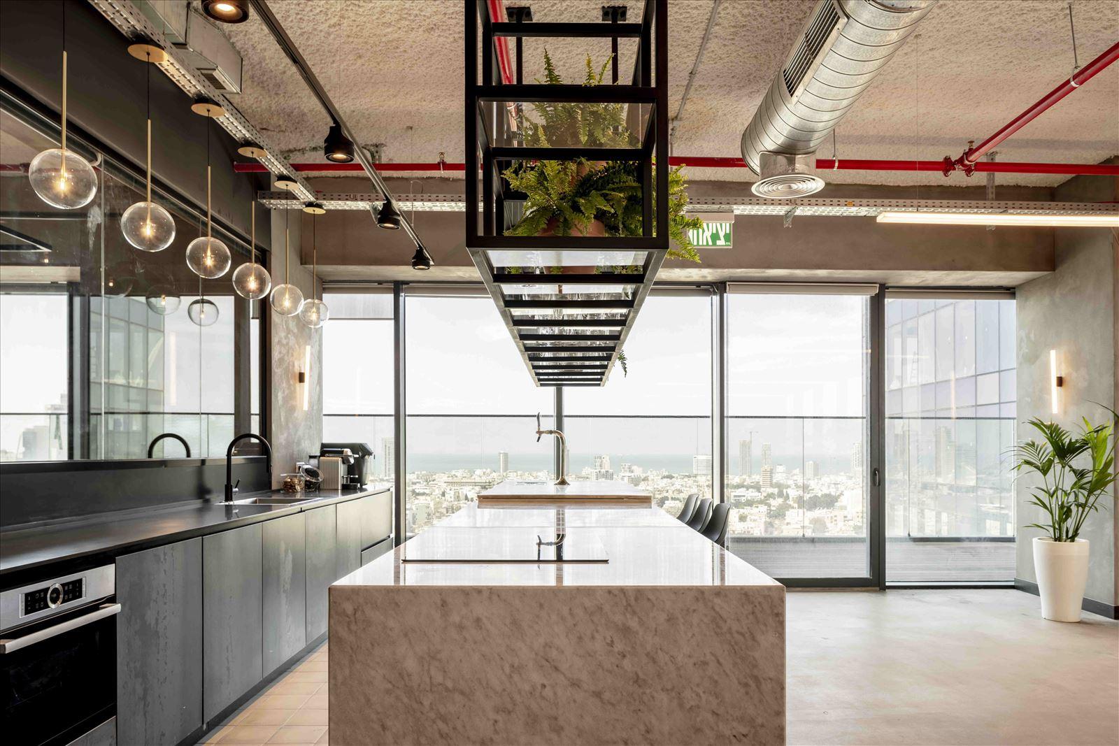 Office project התאורה במטבח על ידי דורי קמחי