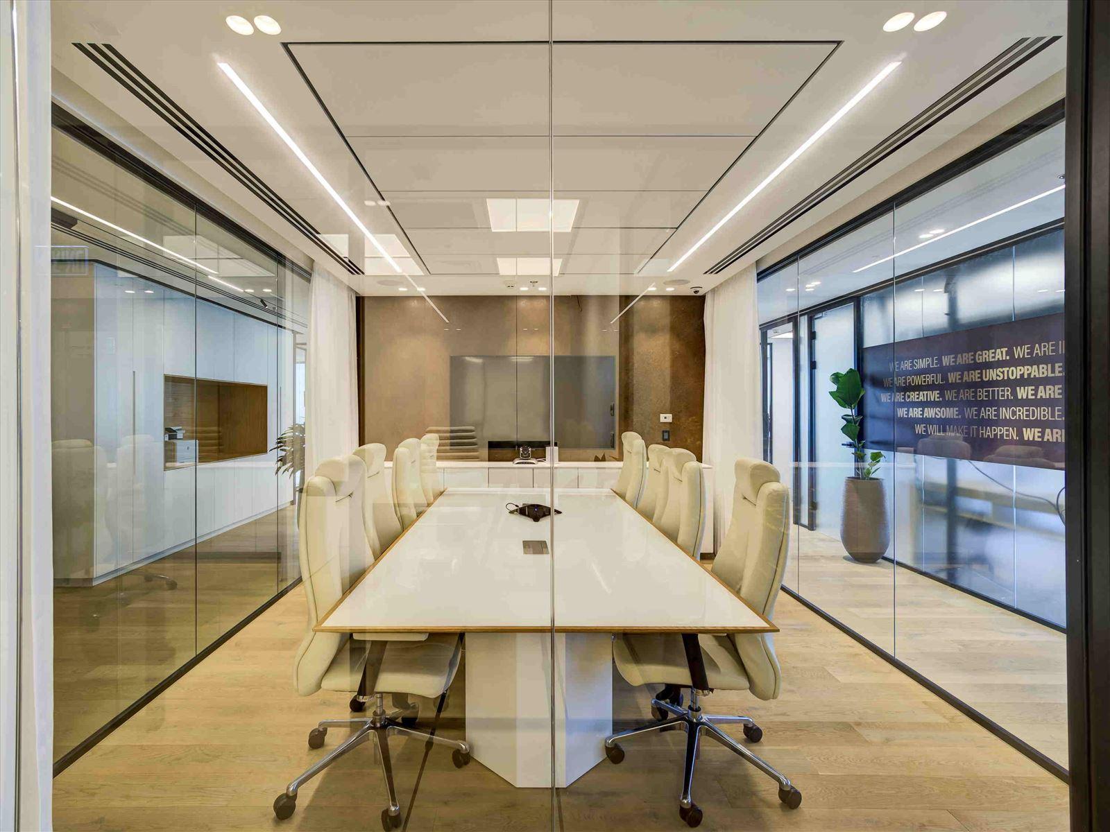 Pi Technology Office - תאורה בחדר הישיבות על ידי דורי קמחי