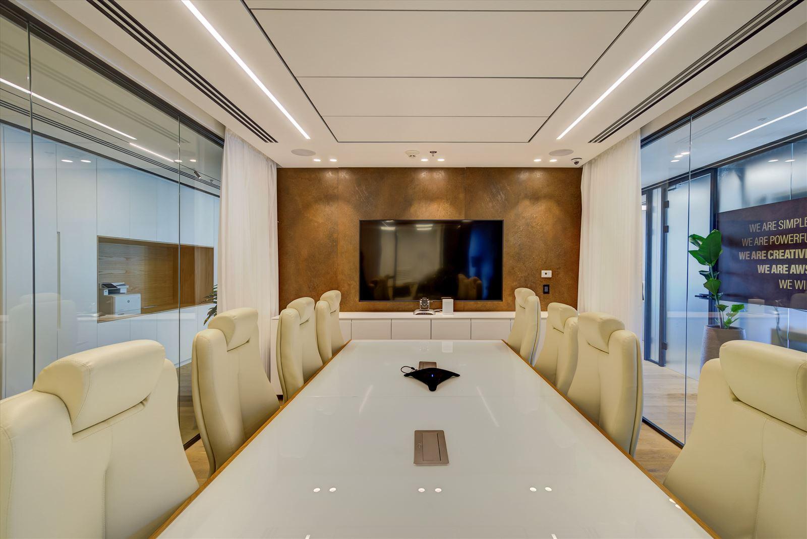 Pi Technology Office - תאורה מבית דורי קמחי בחדר הישיבות