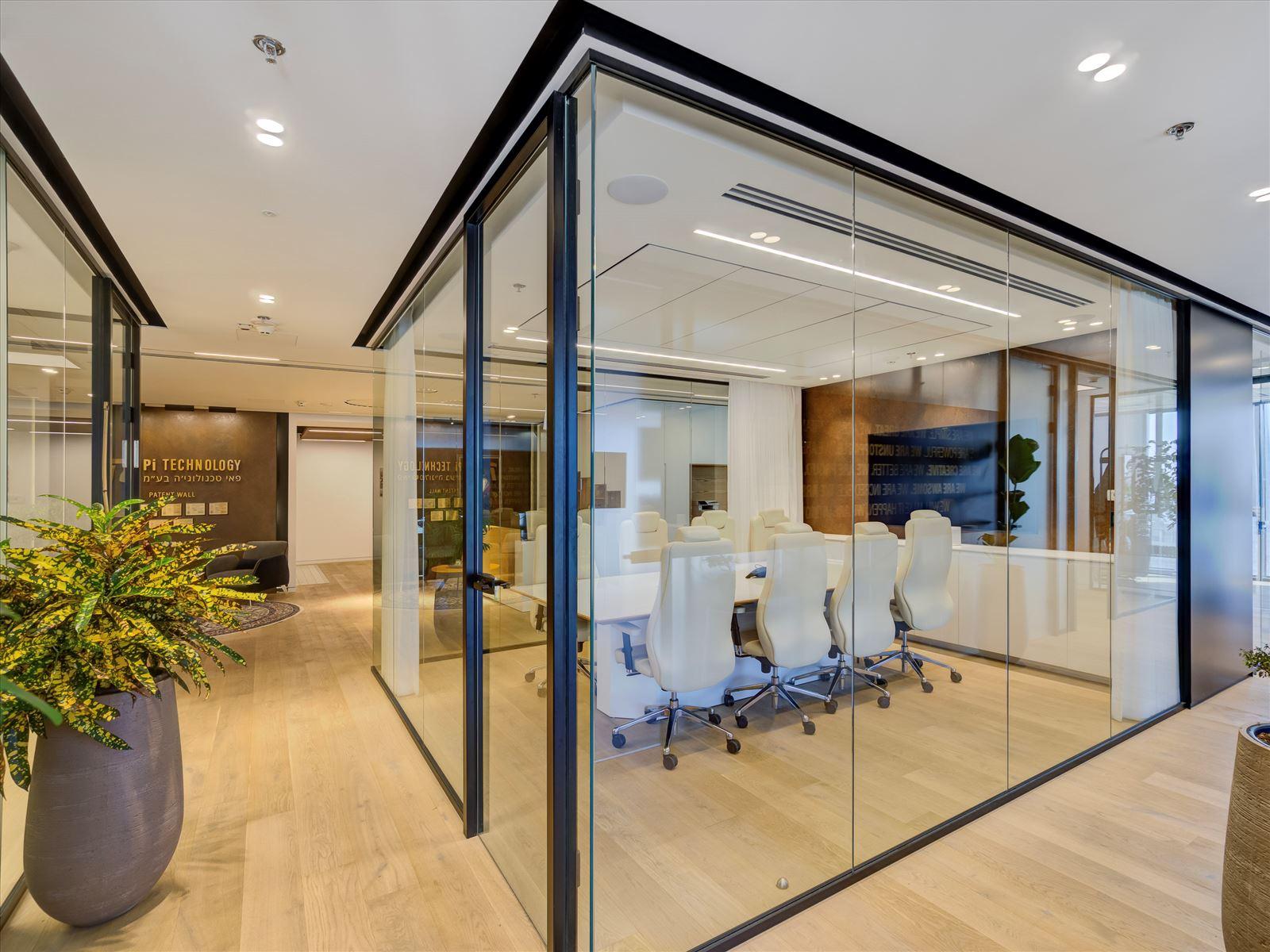 Pie Technology Office - תאורה בחלל חדר הישיבות