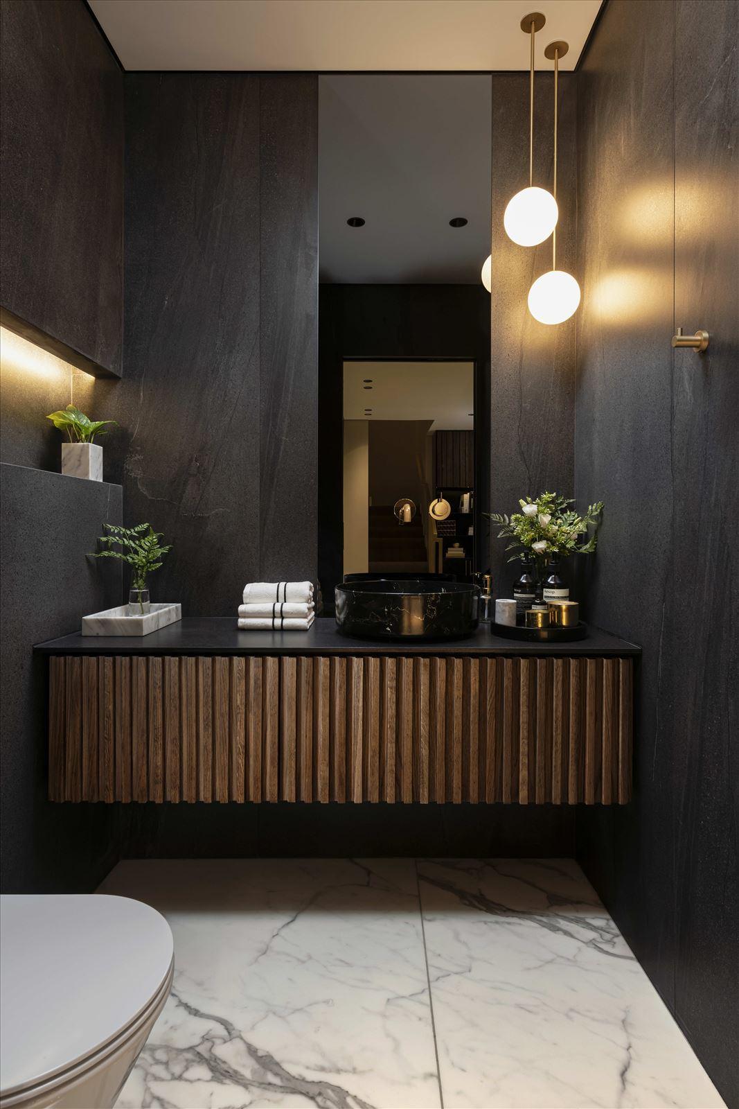 HOUSE Between The Mountains תאורה תלויה בשירותים מבית קמחי תאורה