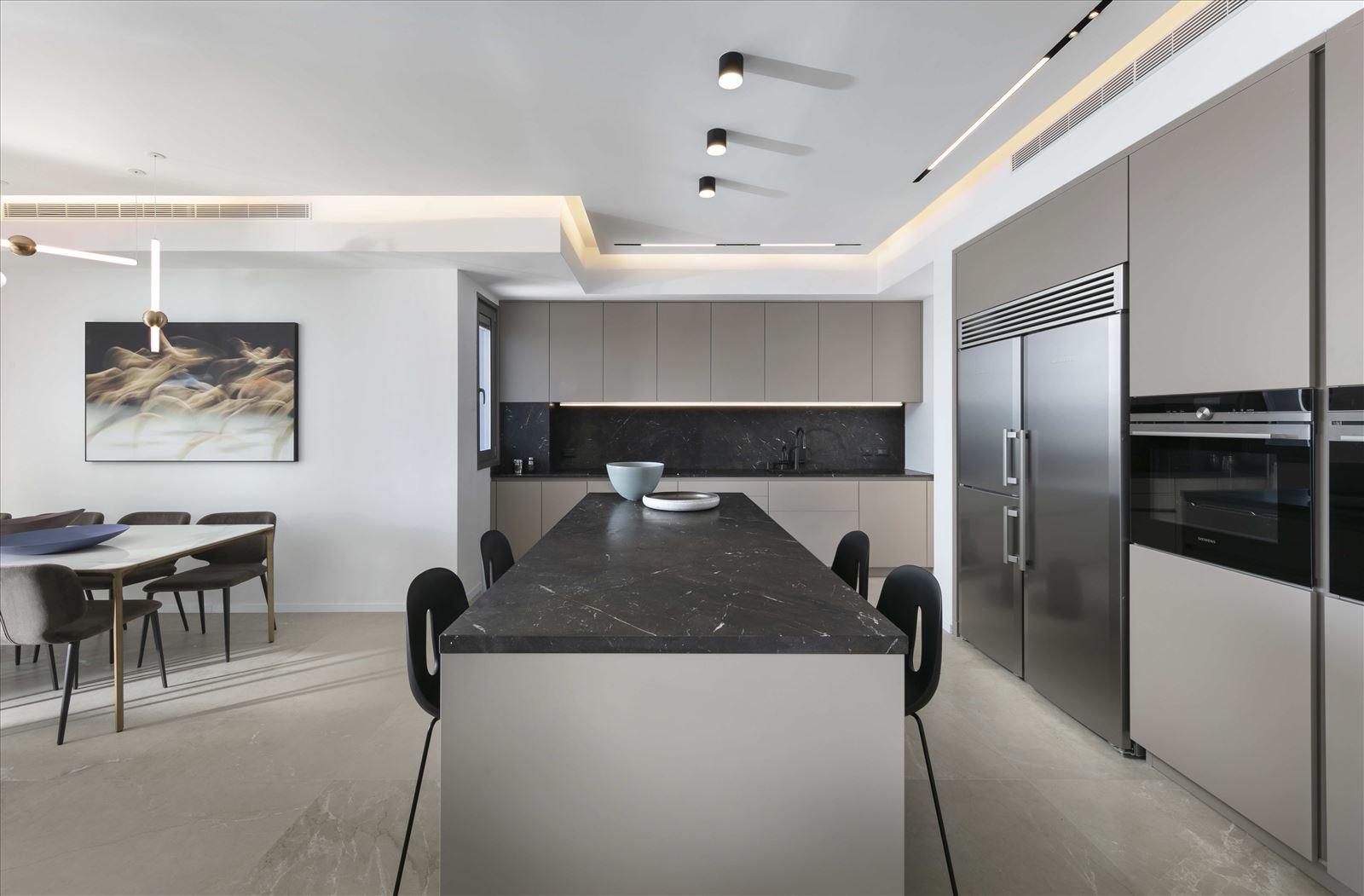 Private home - Herzliya תאורת מטבח נעשתה על ידי דורי קמחי