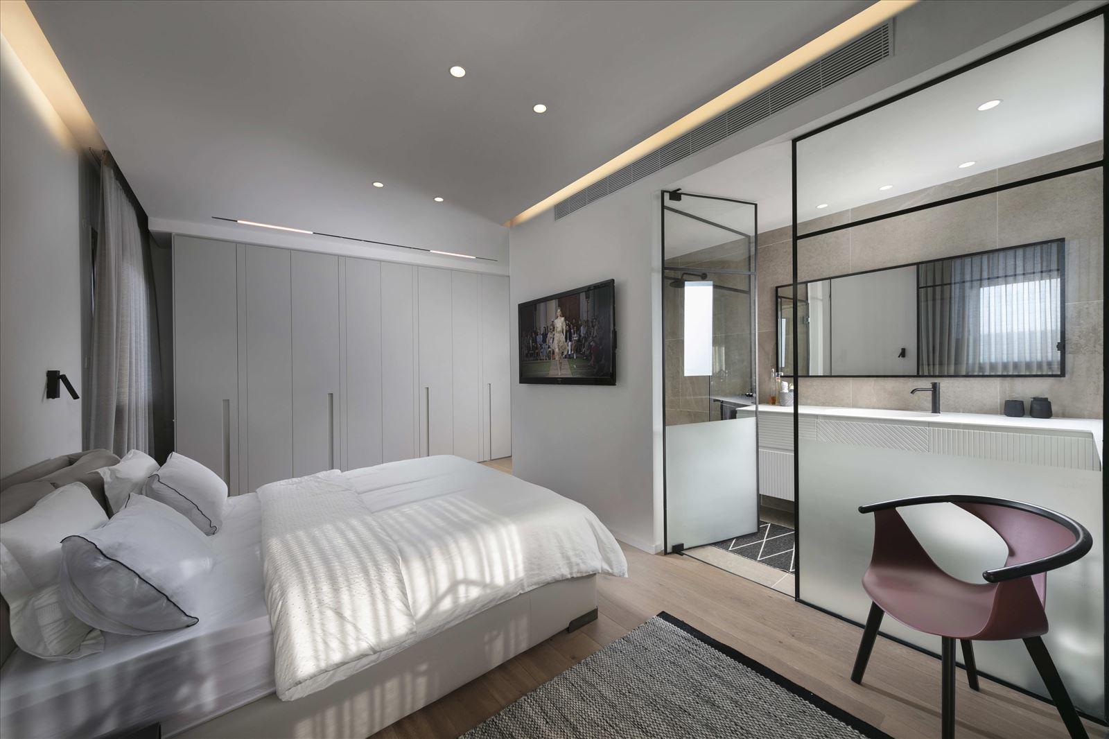 Private home - Herzliya תאורה בחדר שינה נעשתה על ידי גופי תאורה