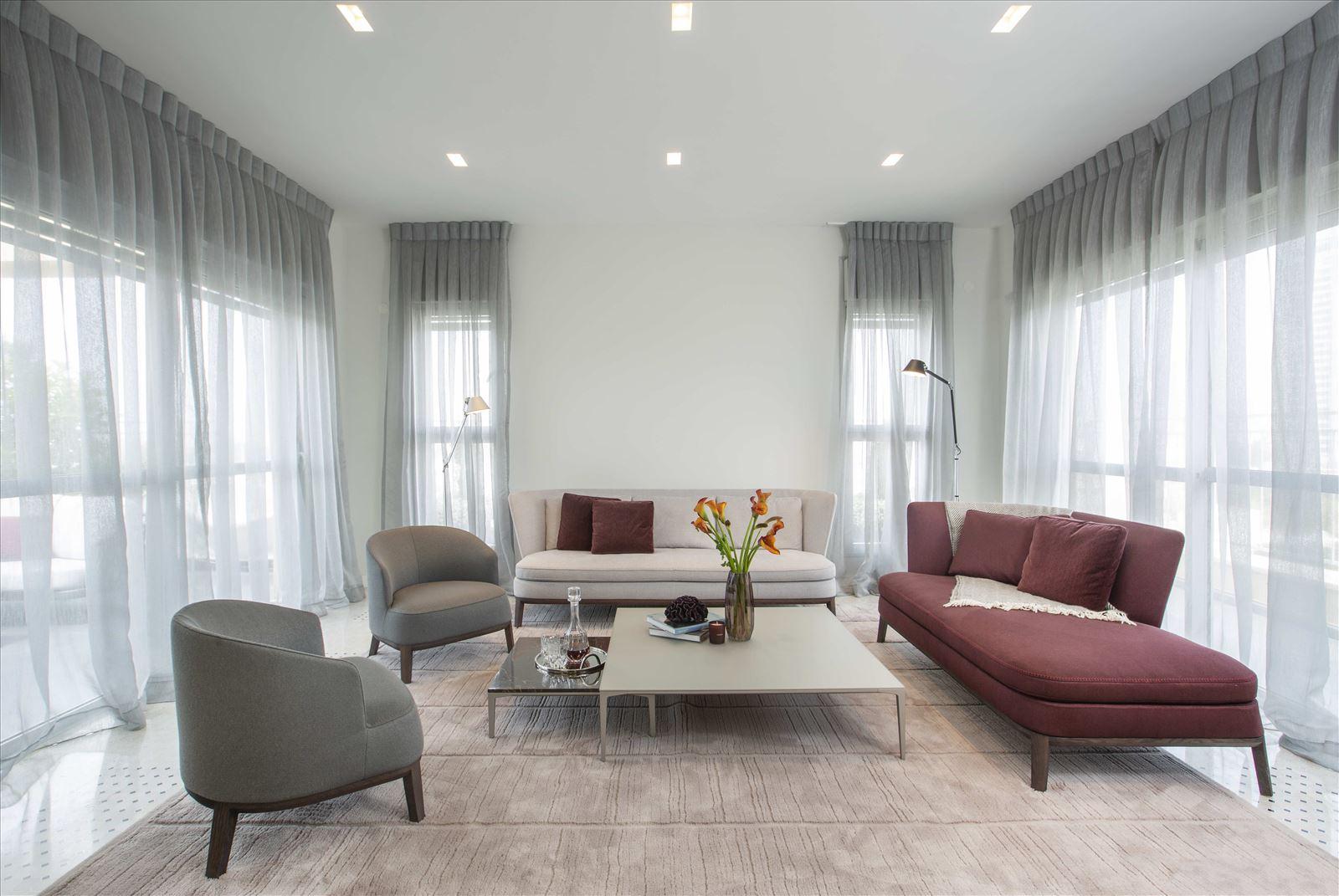 Tel Aviv apartment in Parisian aroma כל התאורה בסלון על ידי קמחי תאורה