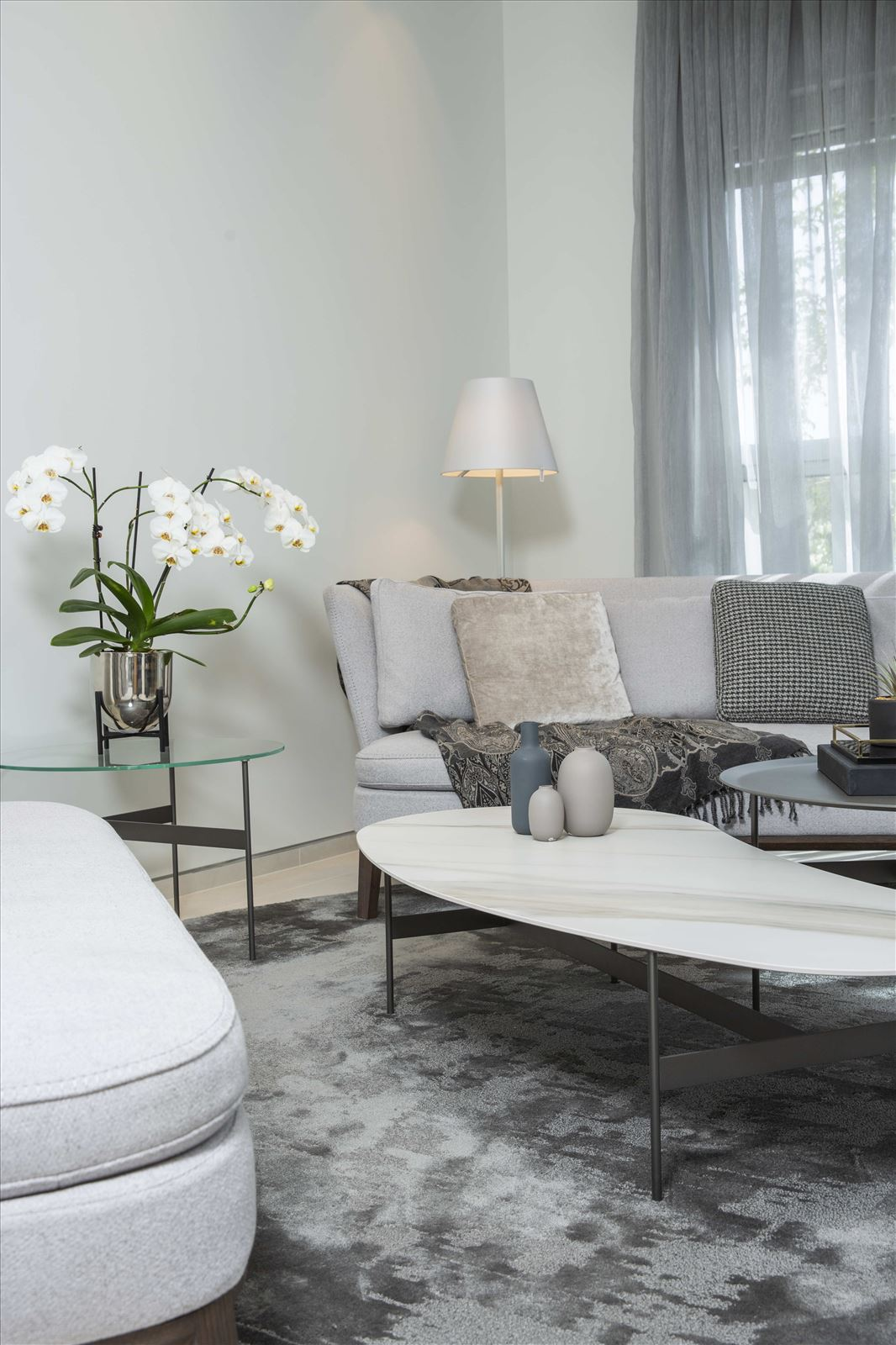 Tel Aviv apartment in Parisian aroma תאורה בסלון מבית קמחי תאורה