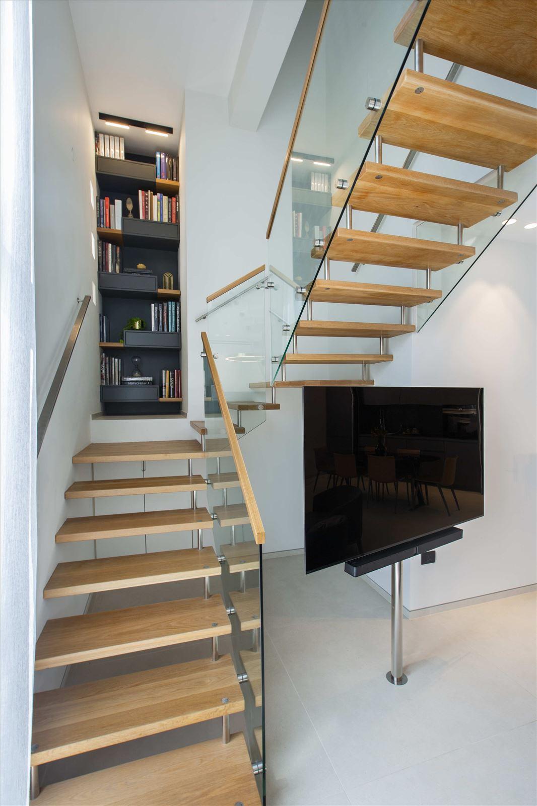 Tel Aviv apartment in Parisian aroma תאורת מדרגות על ידי קמחי דורי