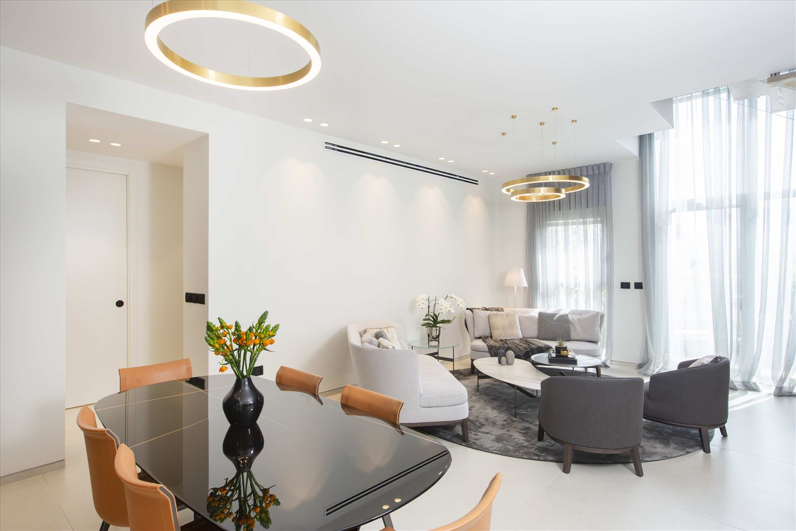 Tel Aviv apartment in Parisian aroma תאורה בסלון על ידי קמחי דורי
