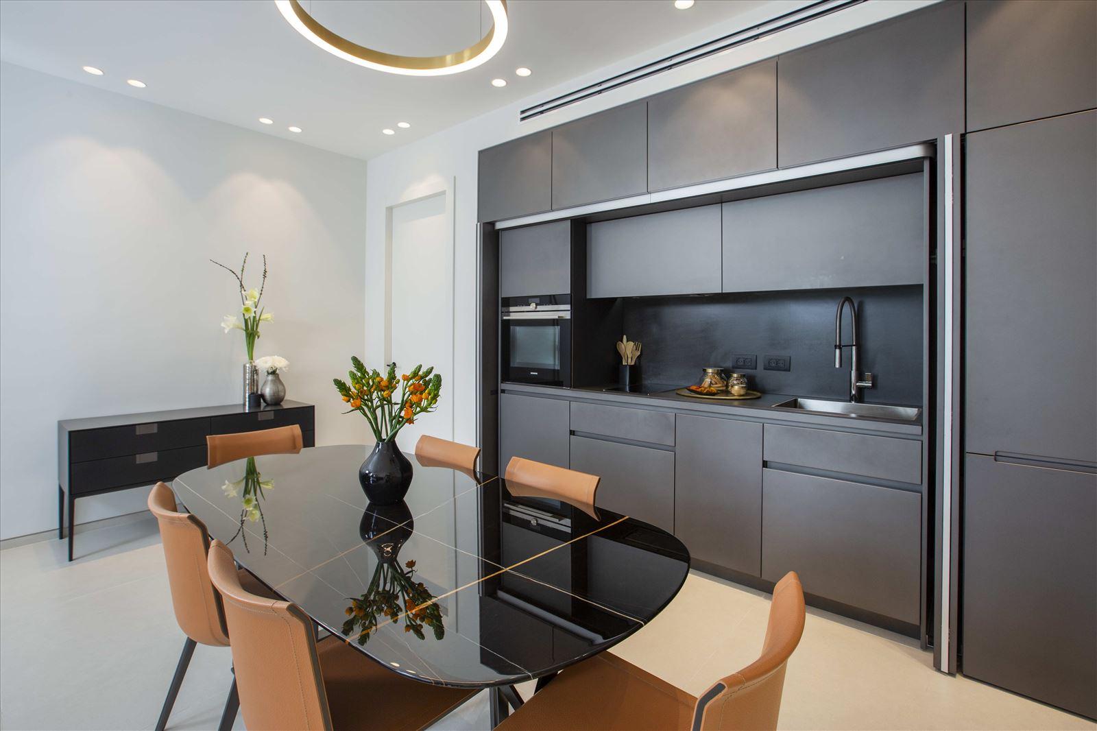 Tel Aviv apartment in Parisian aroma תאורה במטבח מבית קמחי תאורה