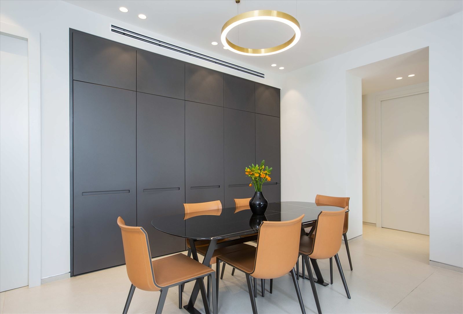 Tel Aviv apartment in Parisian aroma תאורת תקרה מבית דורי קמחי