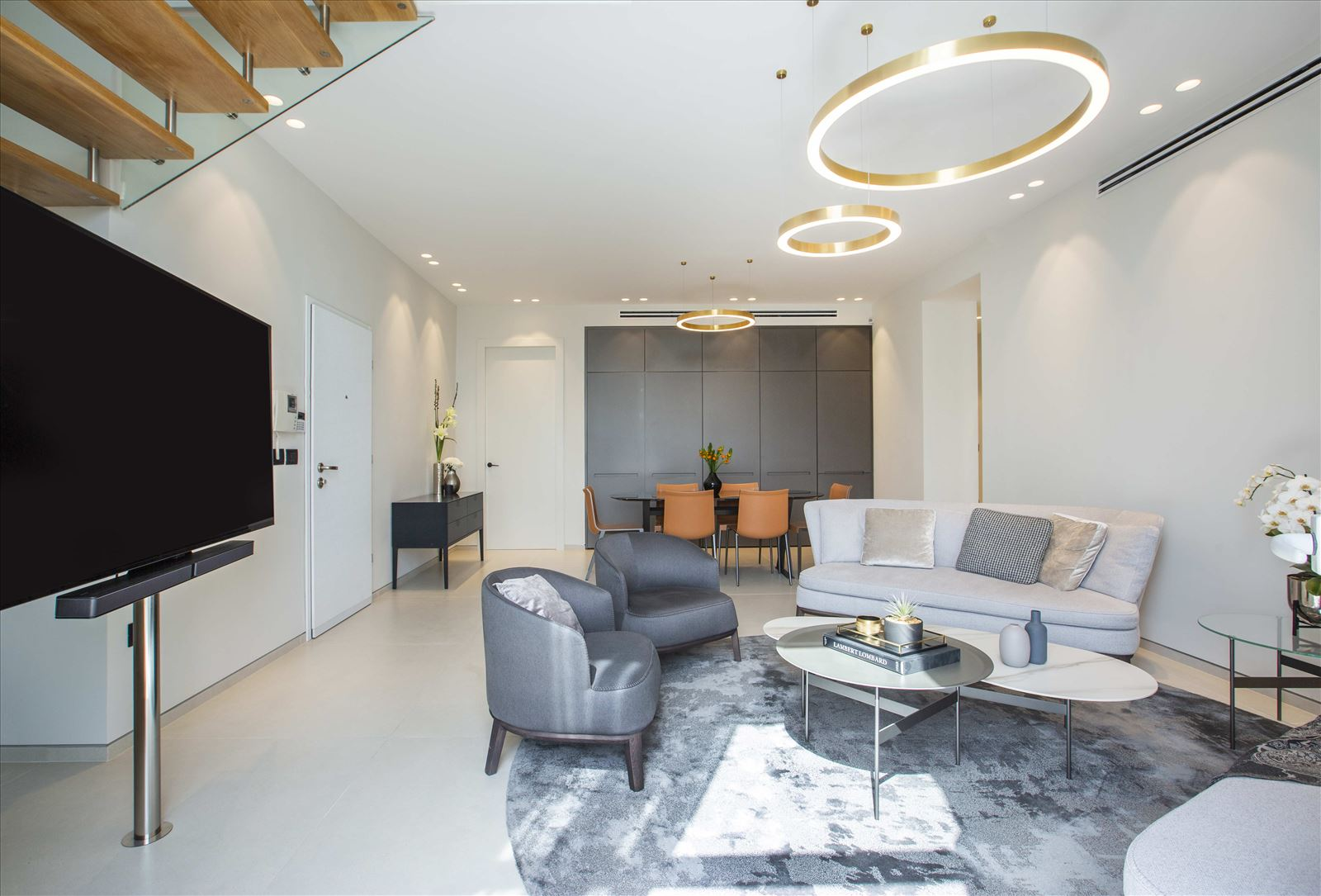 Tel Aviv apartment in Parisian aroma תאורה בחלל הסלון מבית דורי קמחי
