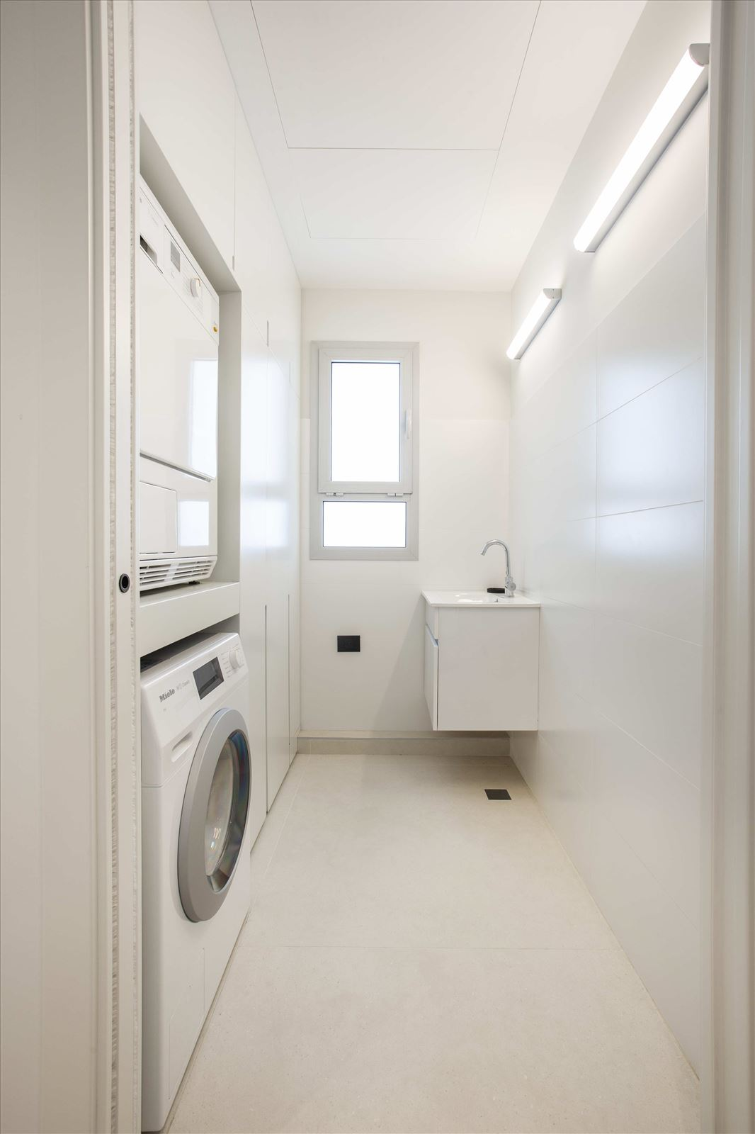 Tel Aviv apartment in Parisian aroma תאורה בחדר הכביסה מבית דורי קמחי