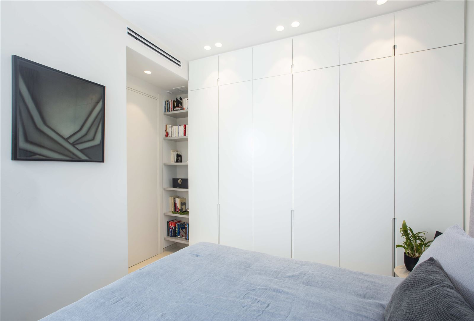 Tel Aviv apartment in Parisian aroma תאורה בחדר על ידי דורי קמחי