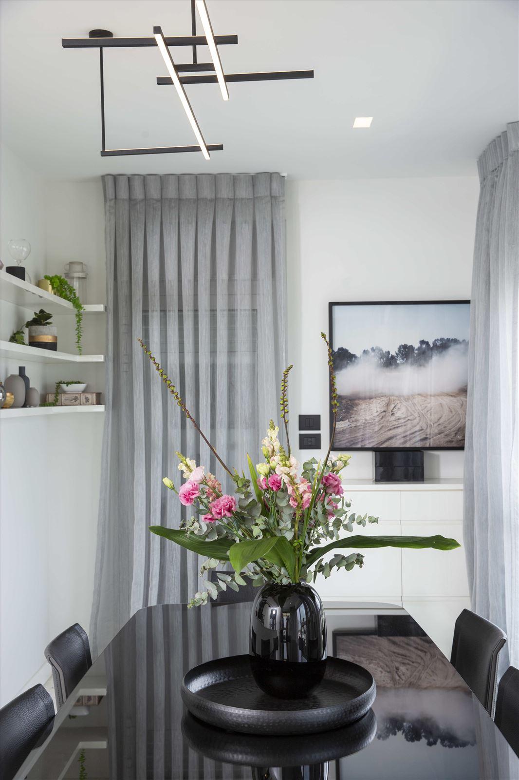 Tel Aviv apartment in Parisian aroma גופי תאורה מבית דורי קמחי