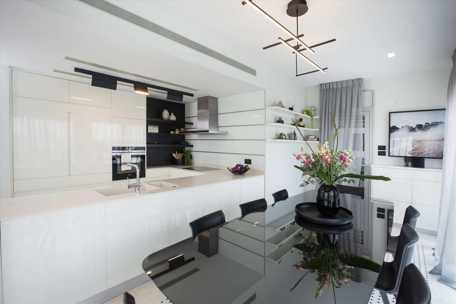 Tel Aviv apartment in Parisian aroma תאורה בפינת האוכל והמטבח