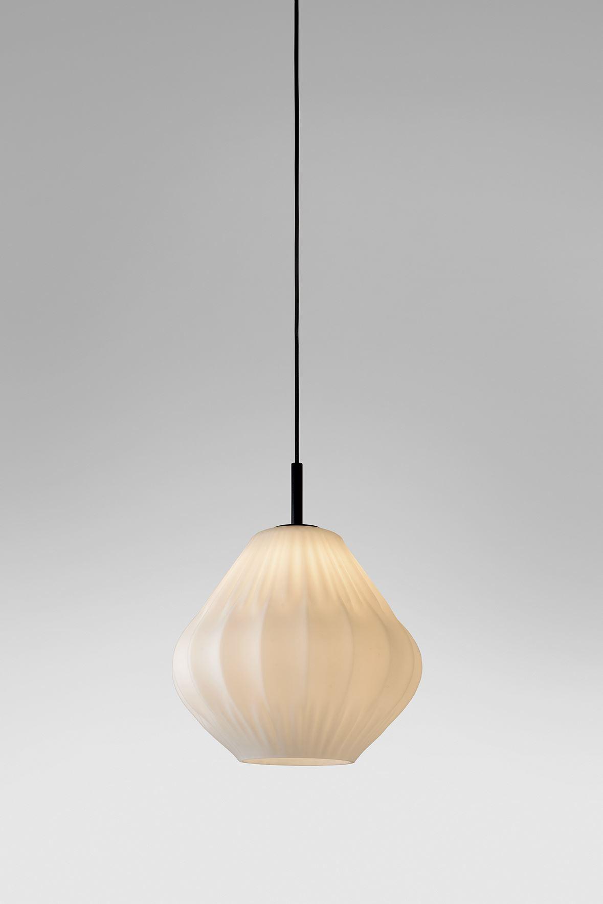 גופי תאורה מקטגוריית: מנורות תלויות ,שם המוצר: ספיר טיפה קטן