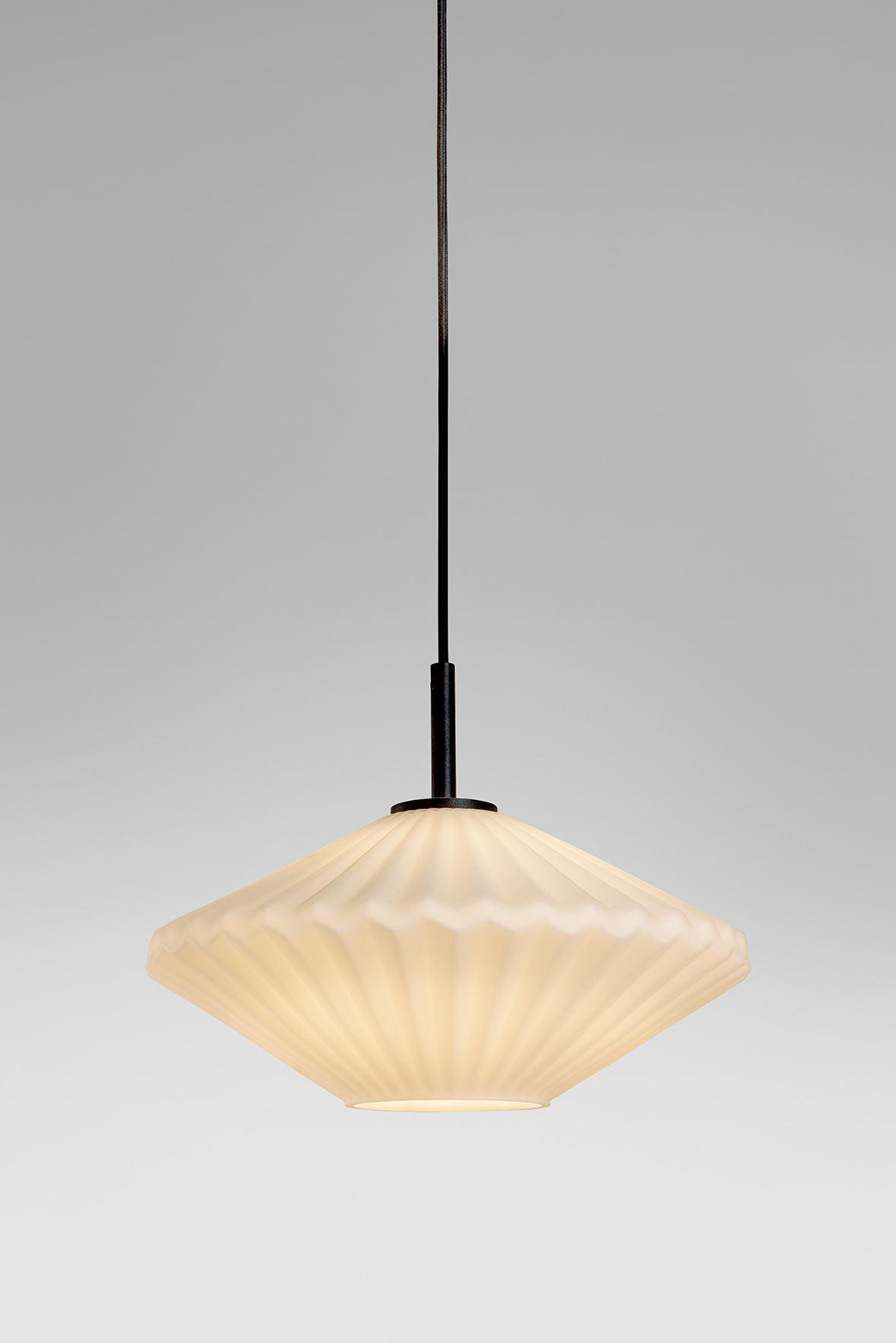 גופי תאורה מקטגוריית: מנורות תלויות ,שם המוצר: ספיר טרפז פחוס