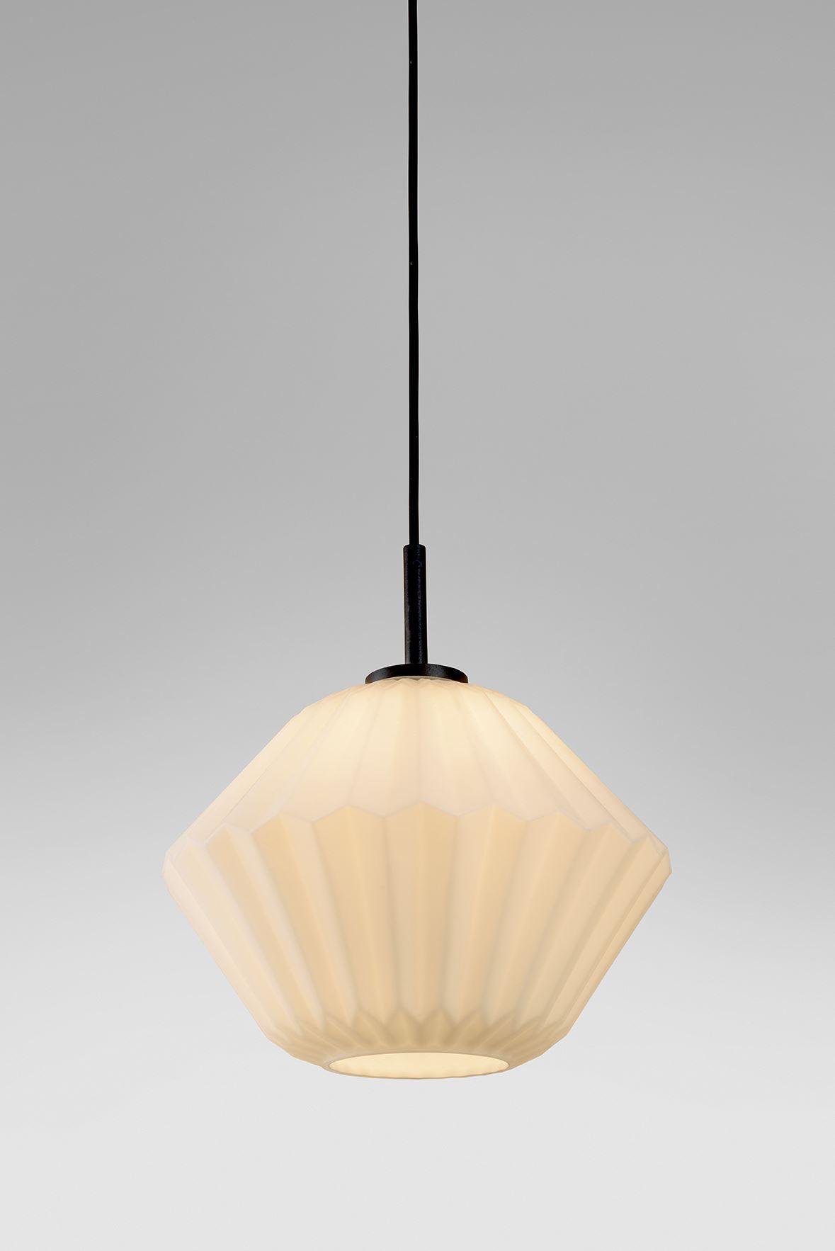 גופי תאורה בקטגוריית: מנורות תלויות ,שם המוצר: ספיר טרפז נפוח
