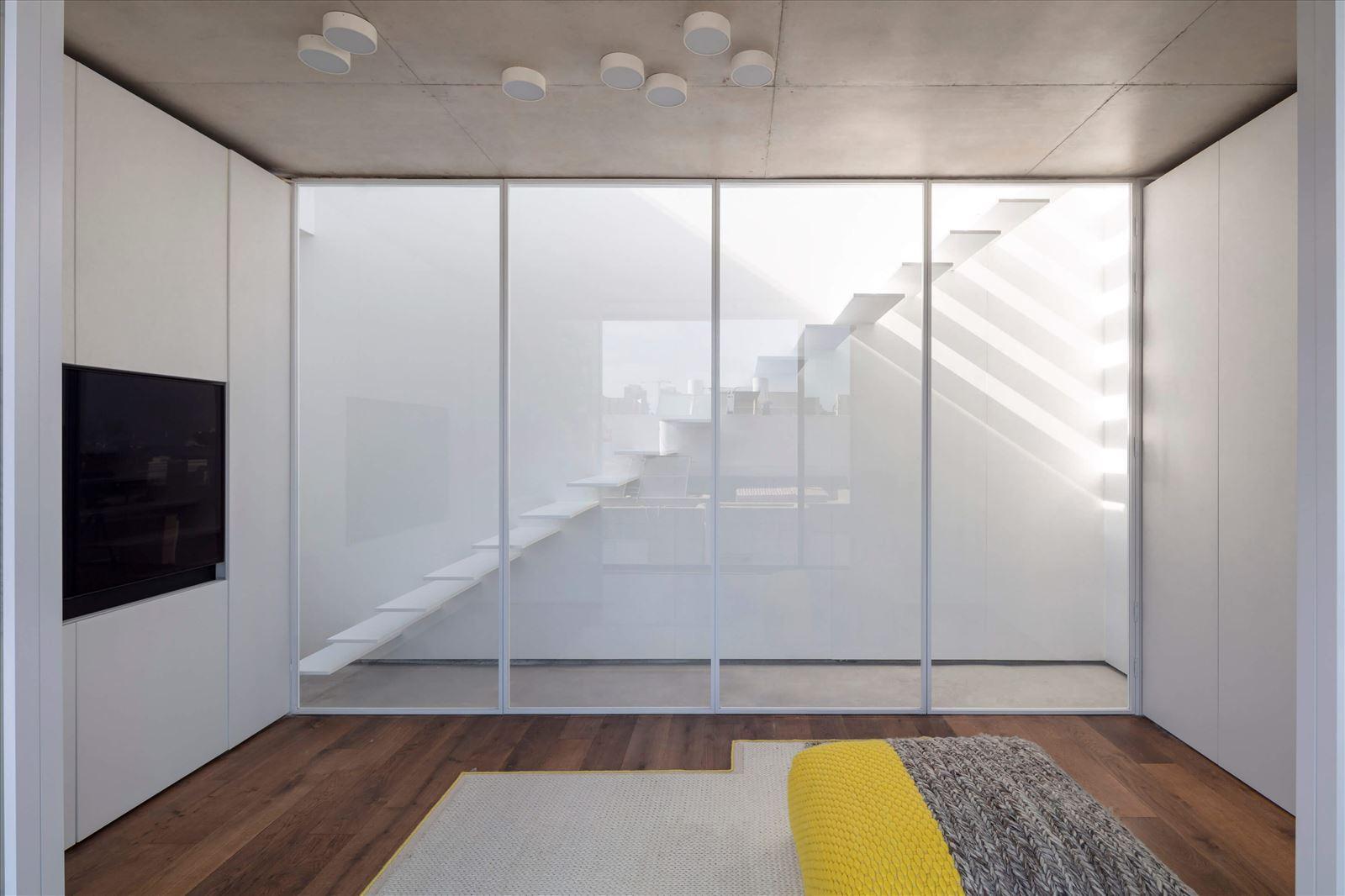 תאורת תקרה בחדר מבית קמחי תאורה