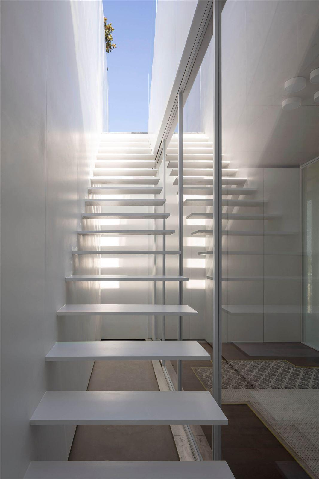 תאורת מדרגות מבית קמחי תאורה