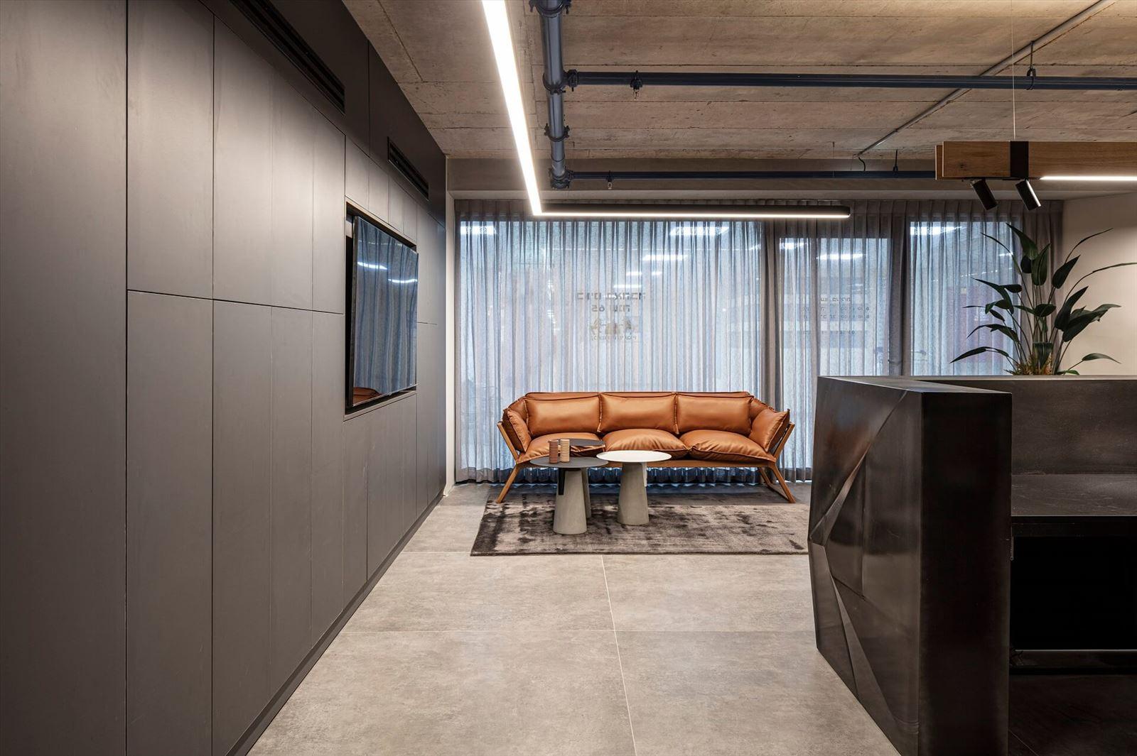 פרויקט תאורת תקרה במשרדי מזרחי ובניו