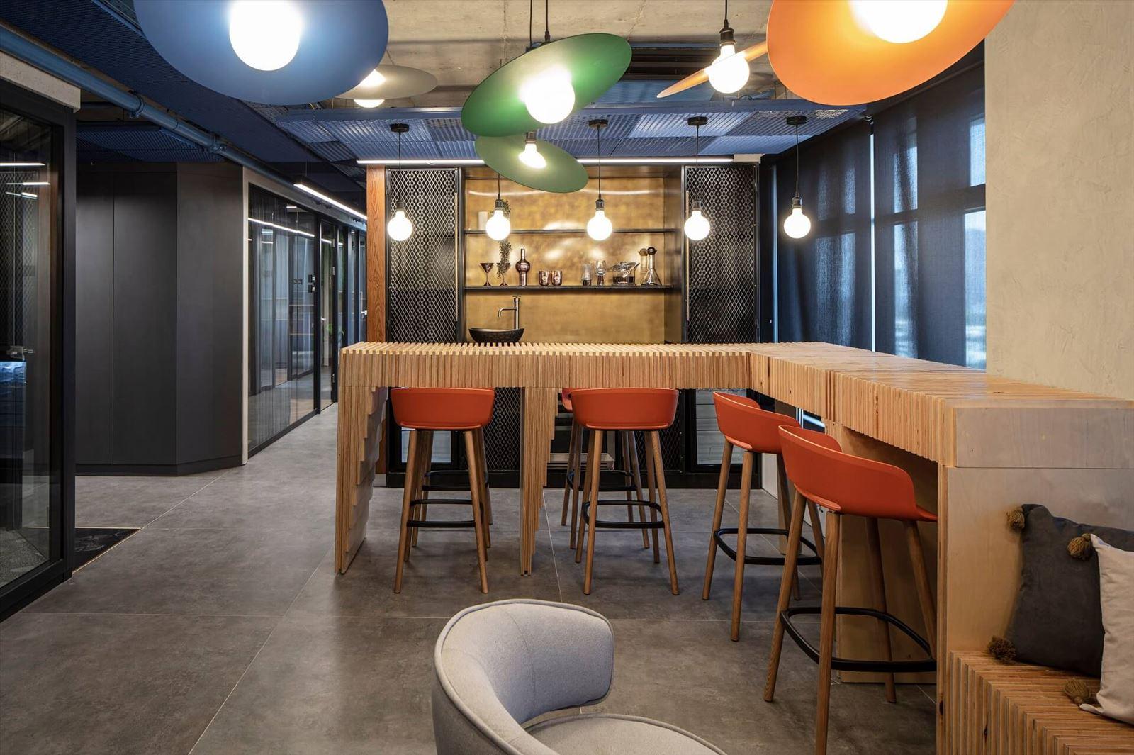 תאורה תלוי מדהימה במשרדי מזרחי ובניו מבית קמחי תאורה