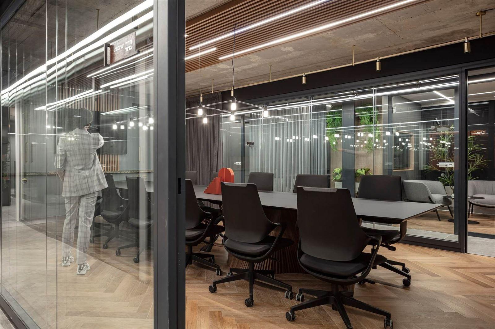 קמחי תאורה בפרויקט תאורה במשרדי מזרחי ובניו